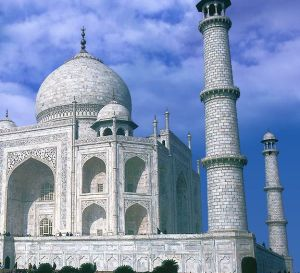 A replica of the famous Indian monument Taj Mahal will become a hotel in Dubai