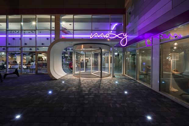 Moxy Hotel - Entrance